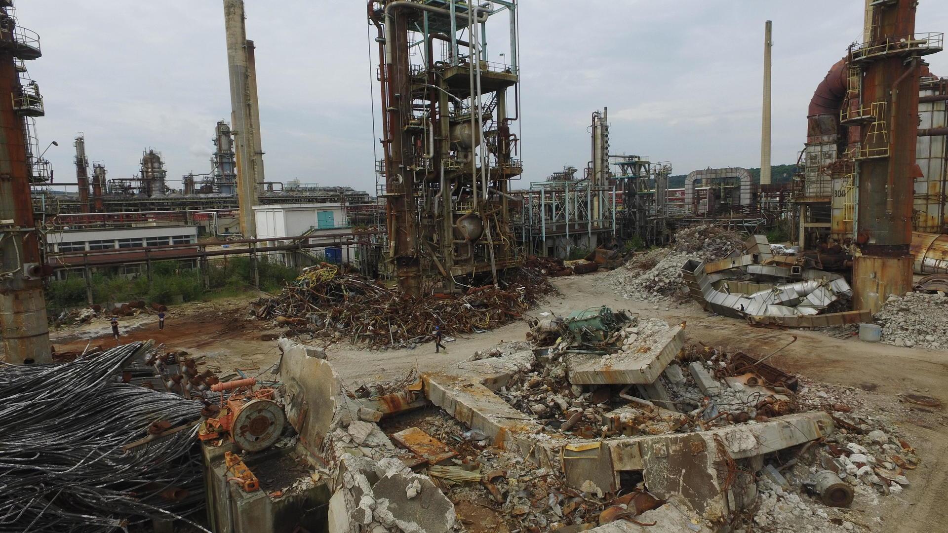 Travaux sur l'ancienne raffinerie Petroplus
