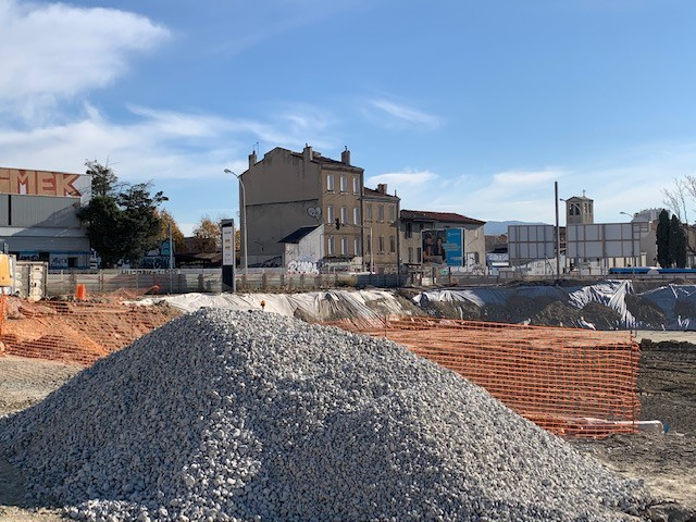 Chantier Valgo de dépollution des Fabriques à Marseille: phase de remblaiement